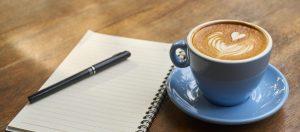 bloc note, tylo et tasse de café